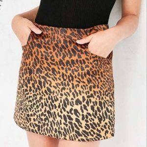 ECOTE Leopard print Mini skirt front pockets SZ 10